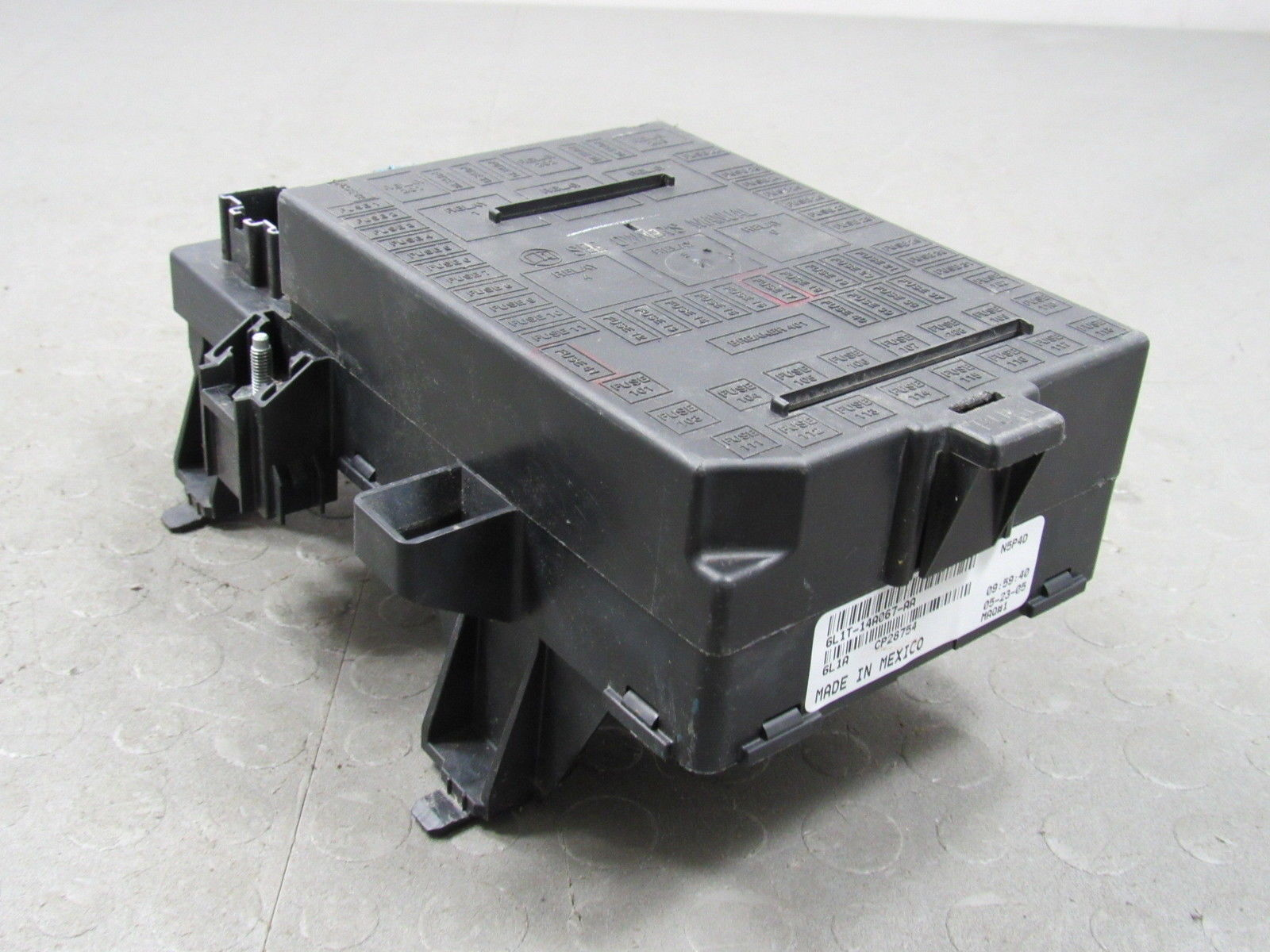 06 Expedition Navigator Interior Fuse Relay Box Block Center 6l1t And 14a067 Aa C Importapart