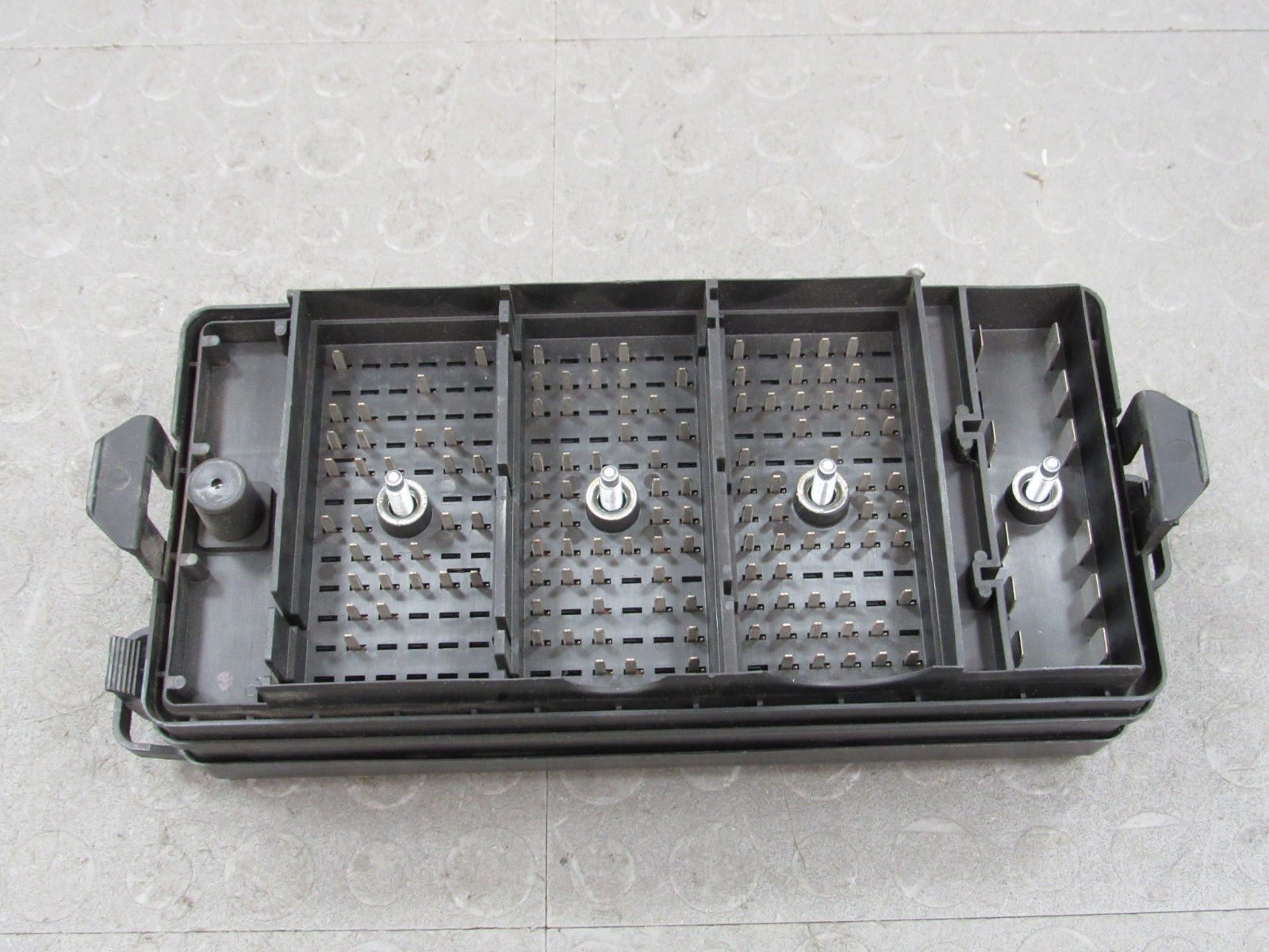 08-09 Ford Mustang Engine Bay Fuse Box Junction Block 8R3T-14K001-AAB A
