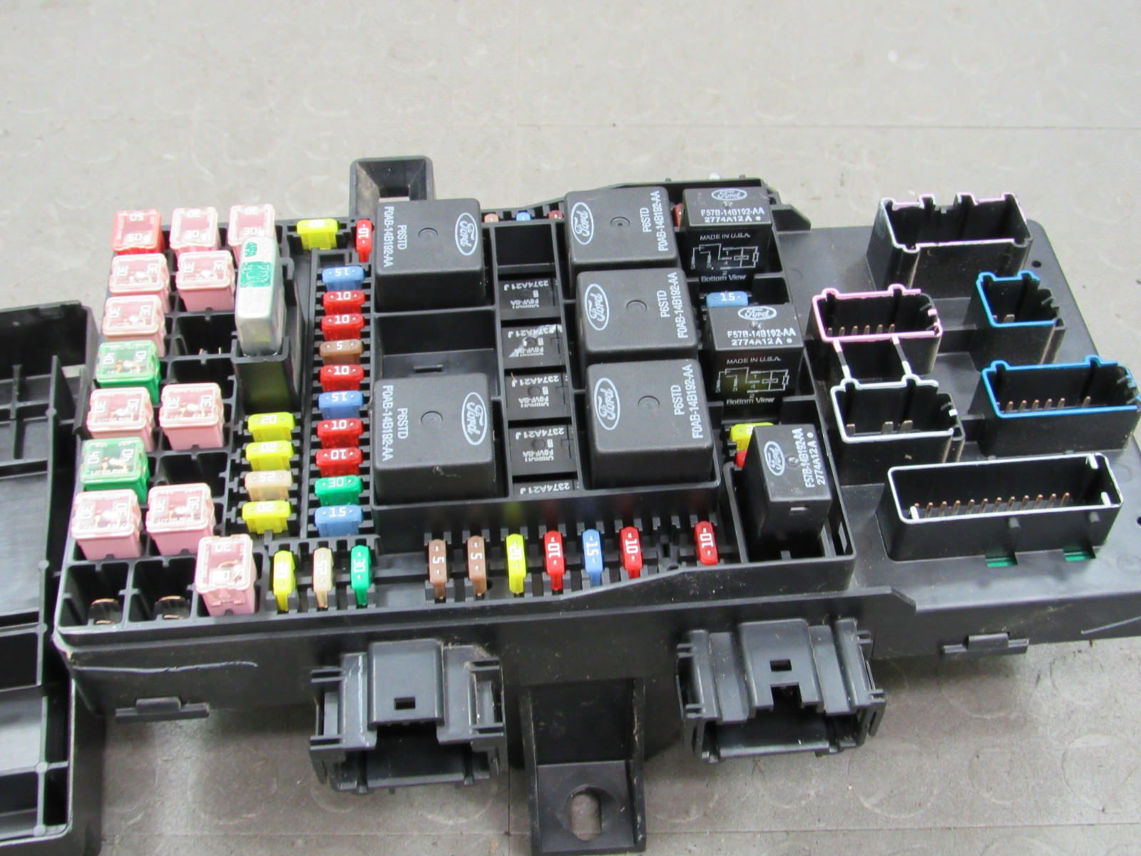 05 Expedition Navigator Interior Fuse Relay Box Block Center 5l1t Car And 14a067 Ac Ad